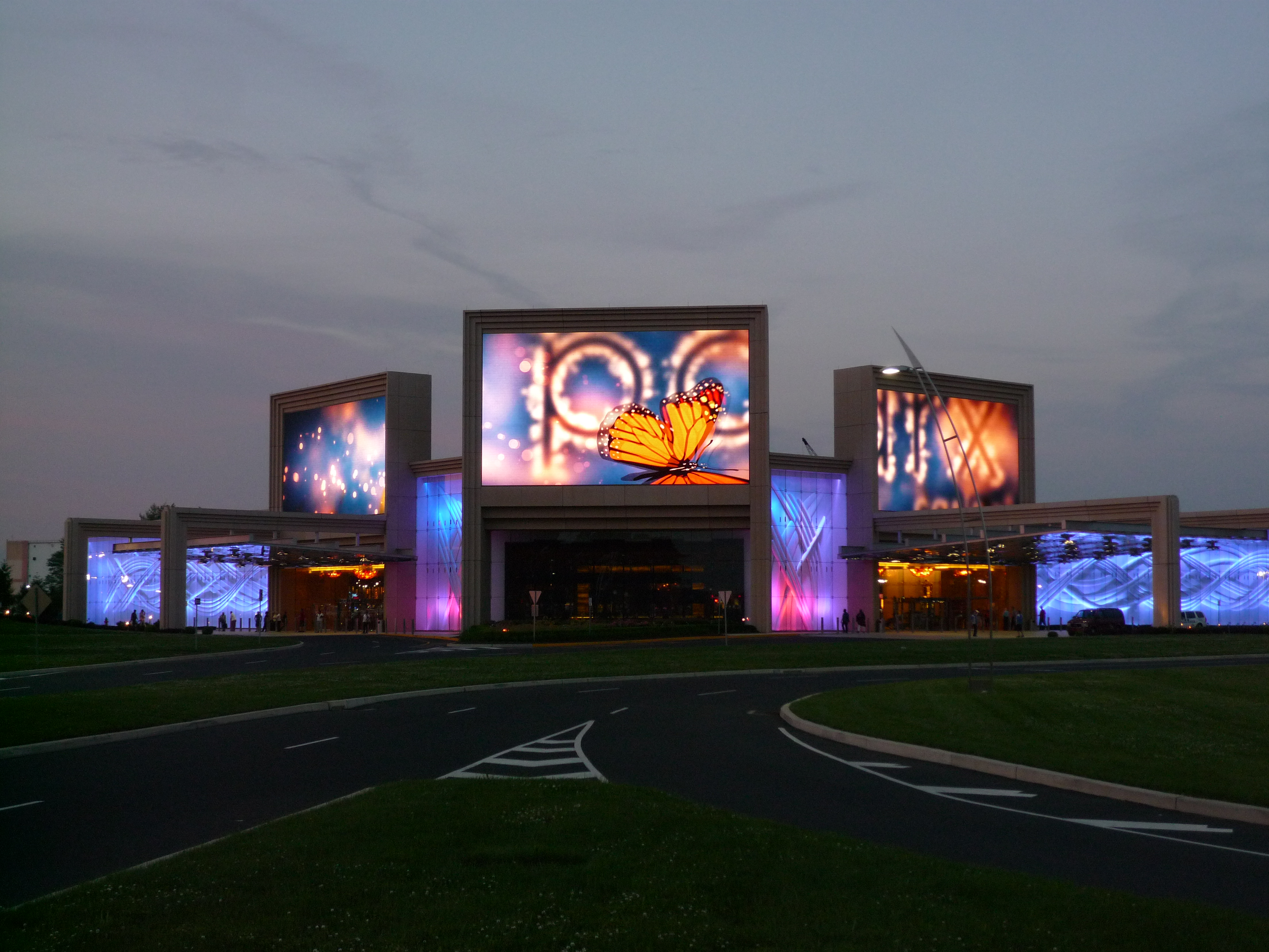 Harsh environmental factors for outdoor big led screen